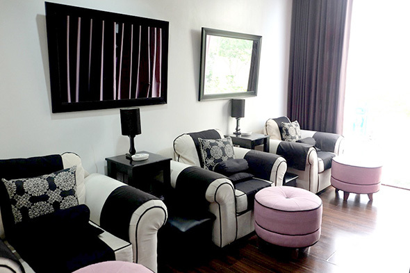 Its Interiors Are Done In Black And White With Pops Of Pink Tres Chic