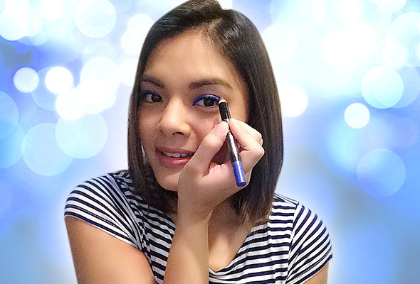 Lyca swipes on Max Factor's Wild Shadow Pencil in Bold Sapphire