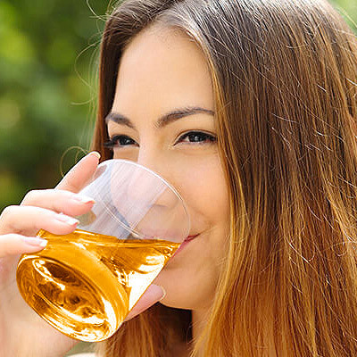 7 Ways Apple Cider Vinegar Can Make You Prettier
