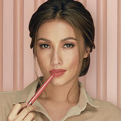 These L'Oréal Lip Pens Are Half-Lipstick and Half-Liner