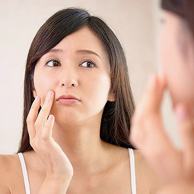 Read the Label: A Guide to the Best (and Worst) Ingredients for Acne