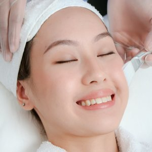 Lightening Peel for a Brighter Complexion by VMV Research Centre + Clinics