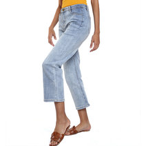 Relaxed Jeans by Mantou Clothing