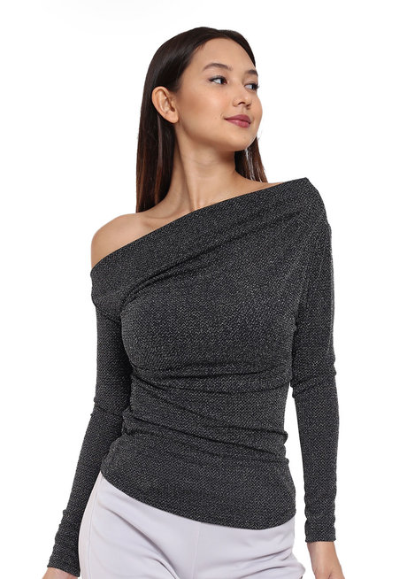 One-Shoulder Long-Sleeved Shirt by Tansshop