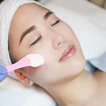Signature Facial: Deep Cleansing + Iontophoresis/Diamond Peel by Skinplicity