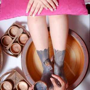 Queen Package: Lash Extensions + Gel Nail Art + Pedi + Foot Spa by Ayumi Japanese Eyelash and Nail Art