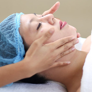 Signature Facial + Diamond Peel + Free Take Home Regimen Set by Skin & Body by MEDICard