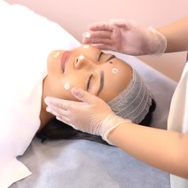 30-Minute Modern Facial with Antioxidant Serum Infusion by Simply Skin