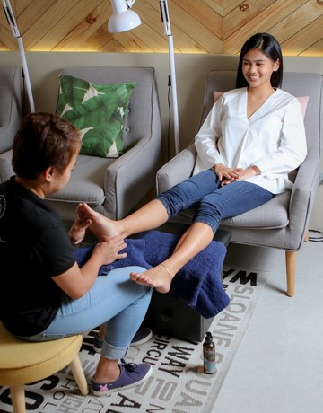 Mani   pedi   foot massage copy 4 1st
