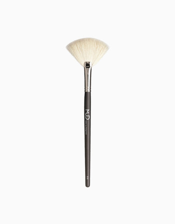 #510 Large White Fan Brush by Make-Up Designory Cosmetics (MUD Cosmetics)