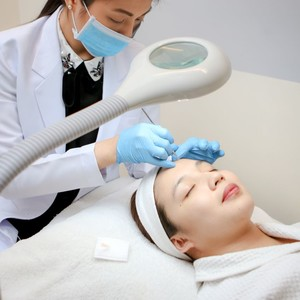 Acne Surgery with Special Mask to Treat Breakouts by Beautylosophy & Skin Club by MBM