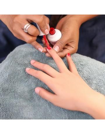 Mood gel manicure